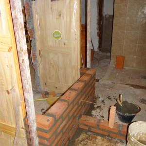 Vista desde el interior de lo que será un baño (lado derecho).