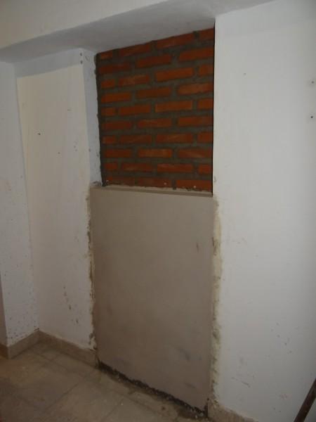Detalle del cierre de las puertas internas del local.